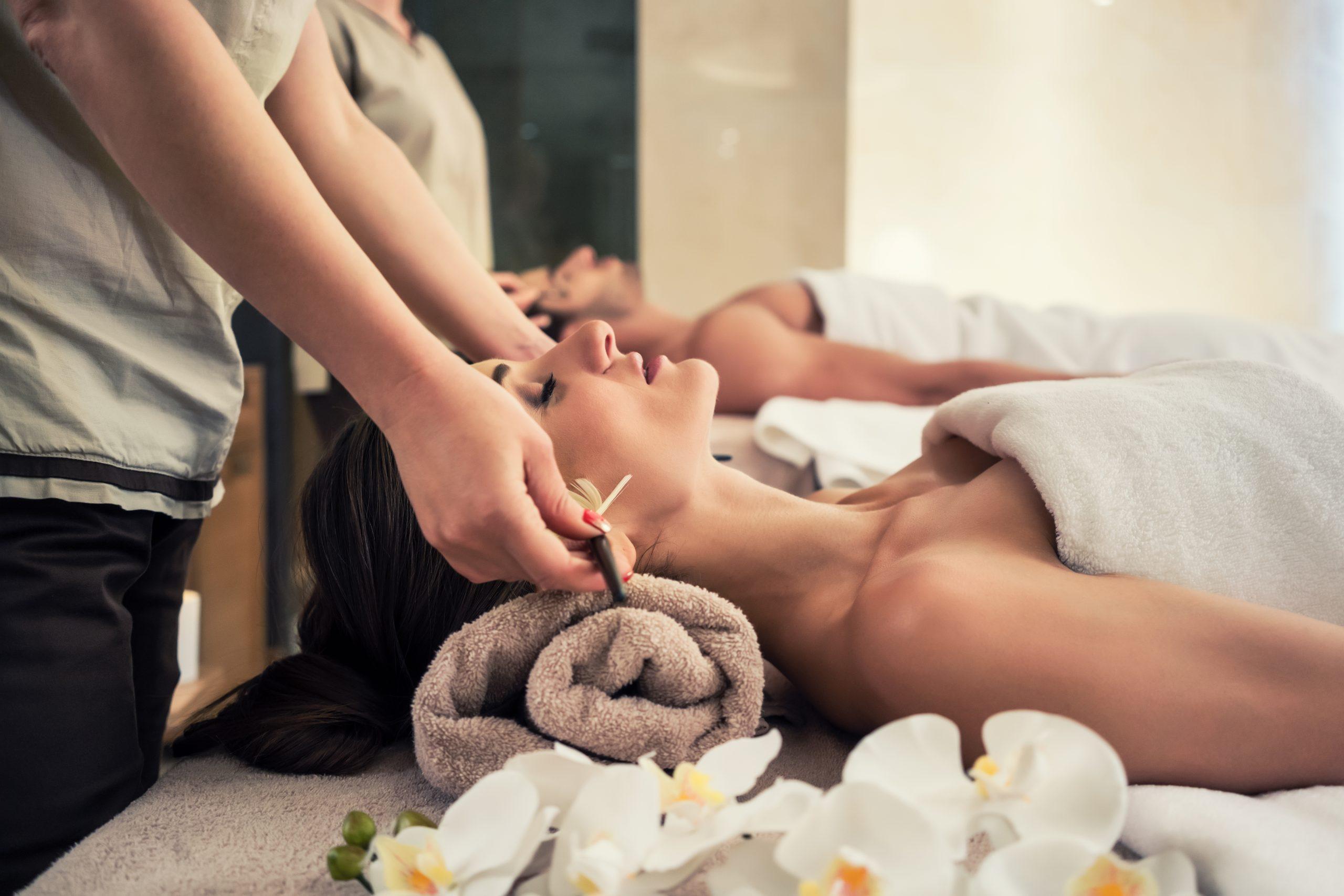 masaje facial con pinceles